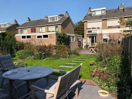 Knusse tuin met veranda